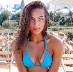 Bloedlekkere Nochtli in bikini